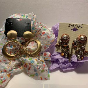 2 Pairs of Clip On Earrings Retro Style